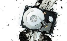 打开在泥泞的背景的计算机硬盘驱动器 免版税库存图片