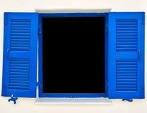 打开在白色墙壁上的老蓝色窗口 库存照片