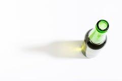 打开在白色背景的啤酒瓶与边界 库存图片
