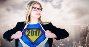 打开她的衬衣超级英雄样式的女实业家的综合图象 库存图片
