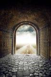 打开对不尽的路的门带领无处 图库摄影