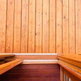 打开对木甲板或门廊的玻璃滑子门 免版税库存照片