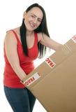 打开小包的微笑的妇女 免版税图库摄影