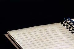 打开布朗被回收的纸笔记本 库存照片