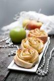 打开微型饼用苹果和桂香 库存图片