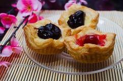 打开微型饼用莓果果酱 免版税库存照片