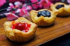 打开微型饼用莓果果酱 库存图片
