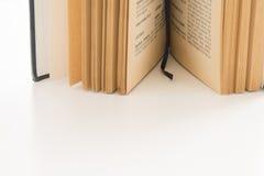 打开旧书,古色古香的文学 库存图片