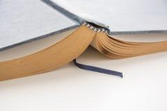 打开旧书,古色古香的文学 免版税图库摄影