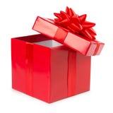 打开有在白色背景隔绝的丝带的红色礼物盒 库存图片
