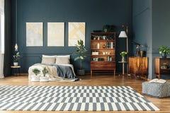 打开有地毯的室 免版税库存照片