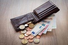打开有欧洲货币的钱包 免版税库存照片
