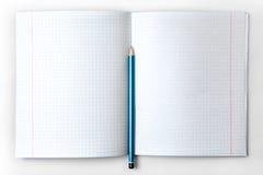 打开有被排行的页的空的笔记本 库存照片