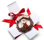 打开有装饰品的礼物盒 库存照片