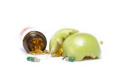 打开有绿色苹果计算机的3医学瓶LE WITH MEDICINE 免版税库存照片