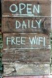 打开每日自由wifi 库存照片