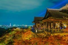 打开激光展示在美好的建筑学在清水寺T 免版税库存图片