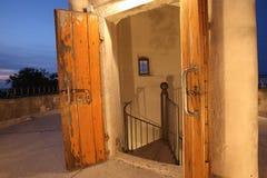 打开灯塔塔的门 免版税图库摄影