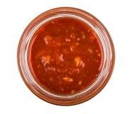 打开玻璃瓶子用在白色backgroun隔绝的蕃茄开胃菜 库存图片