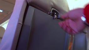 打开的单独客舱位子桌 飞机内部 影视素材