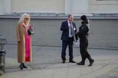 从打开的奔驰车时尚星期俄罗斯报告 库存照片