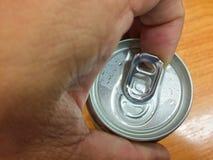 打开的盖子铝罐装饮料 库存图片