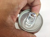 打开的盖子铝罐装饮料 图库摄影