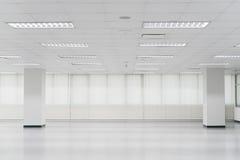 打开空的办公室空间 免版税库存照片