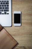 打开笔记本、智能手机和日志在木背景 库存图片