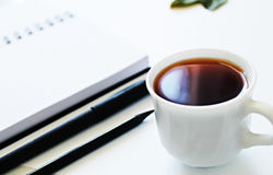 打开笔记薄和茶 免版税库存照片