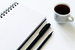 打开笔记薄和茶 库存图片