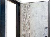 打开装甲的门 门锁,金属门 现代室内设计,门把手 新概念的房子 庄园舱内甲板房子实际租金销售额 免版税库存图片