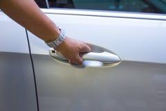 打开车门-新的汽车 免版税库存照片