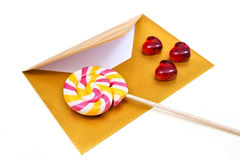 打开金信封和棒棒糖 免版税库存图片