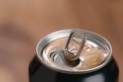 打开黑罐头用饮料 库存照片