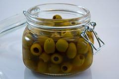 打开玻璃瓶子橄榄 免版税图库摄影
