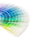 打开Pantone样品颜色编目。 免版税库存照片