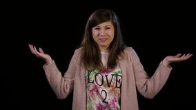 打手势不确定性的一位小姐 股票视频