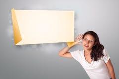 打手势与现代origami复制空间的少妇 免版税库存图片