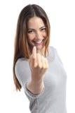 打手势召唤的愉快的妇女 免版税库存照片