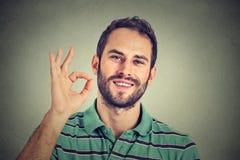 打手势好标志的人 免版税图库摄影
