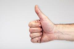 打手势好标志的男性手 免版税图库摄影