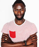 打手势情感摆在的年轻英俊的美国黑人的人隔绝在白色背景,生活方式真正的人概念 免版税库存图片