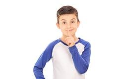 打手势沈默的逗人喜爱的小男孩 库存照片