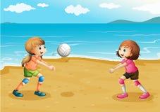 打排球的女孩在海滩 皇族释放例证