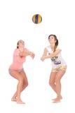 打排球的女孩 免版税库存照片