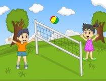 打排球的孩子在公园动画片传染媒介例证 库存图片