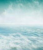 打旋的海和雾 免版税图库摄影