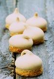 打旋的蛋白甜饼 库存照片