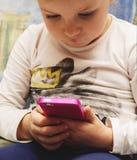 打比赛或使用在片剂的小女孩app 库存图片